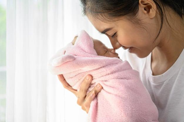 אמא ותינוקת